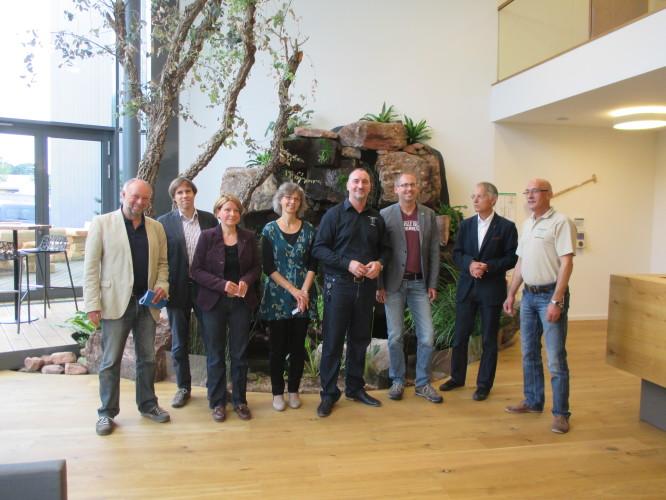 - Firma TARTLER GmbH - v.l.n.r.: Jürgen Zinn, Frank Diefenbach, Petra Neubert, Elisabeth Bühler-Kowarsch, Michael Welter, Kai Klose, MdL, Horst Kowarsch und Klaus Wölfelschneider