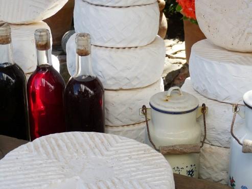Traditionelle Einladung ins Franzosen-Zelt auf dem Bienenmarkt.
